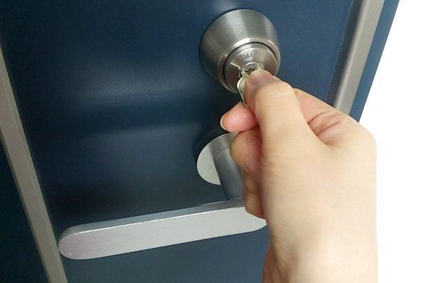 鍵穴へボンド混入され鍵を開けられない