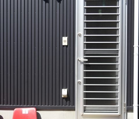 勝手口 レバー施錠不良修理作業~仙台市泉区の安心の鍵屋