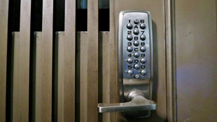 機械式押しボタン暗号錠キーレックス